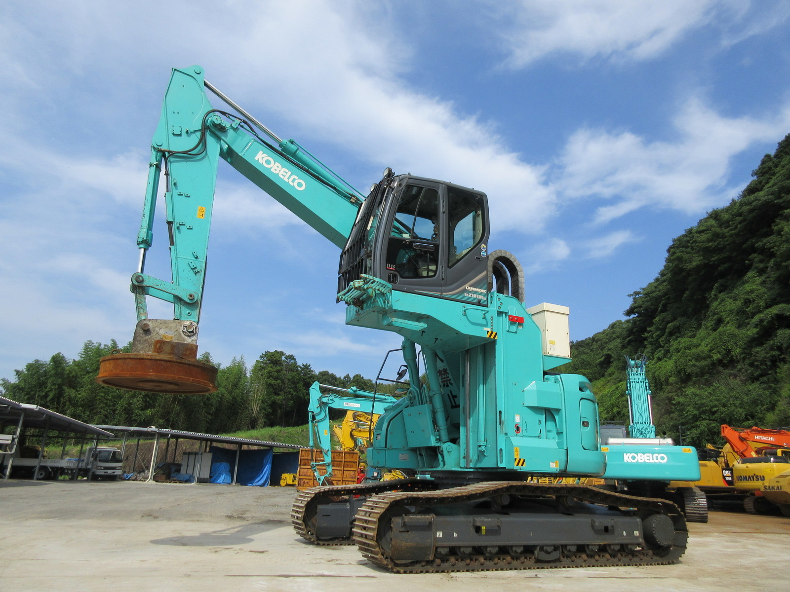 Used Construction Machine used Material Handling / Recycling excavators KOBELCO SK235SRDLC-3 Photos