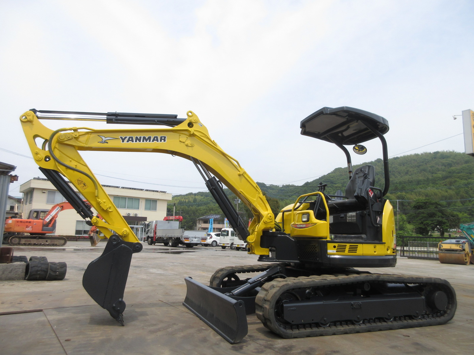 Used Construction Machine used  YANMAR VIO40-5 Photos
