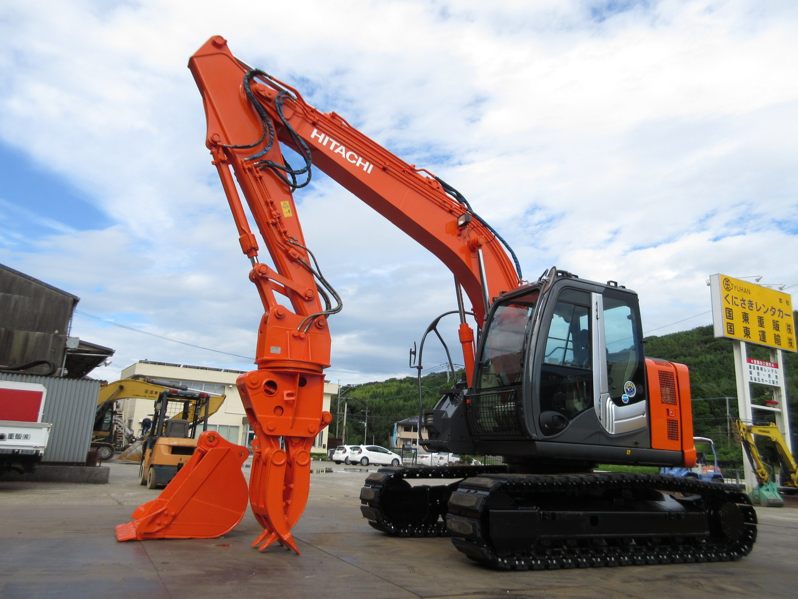 Used Construction Machine used Excavator HITACHI ZX135USK-3 Photos