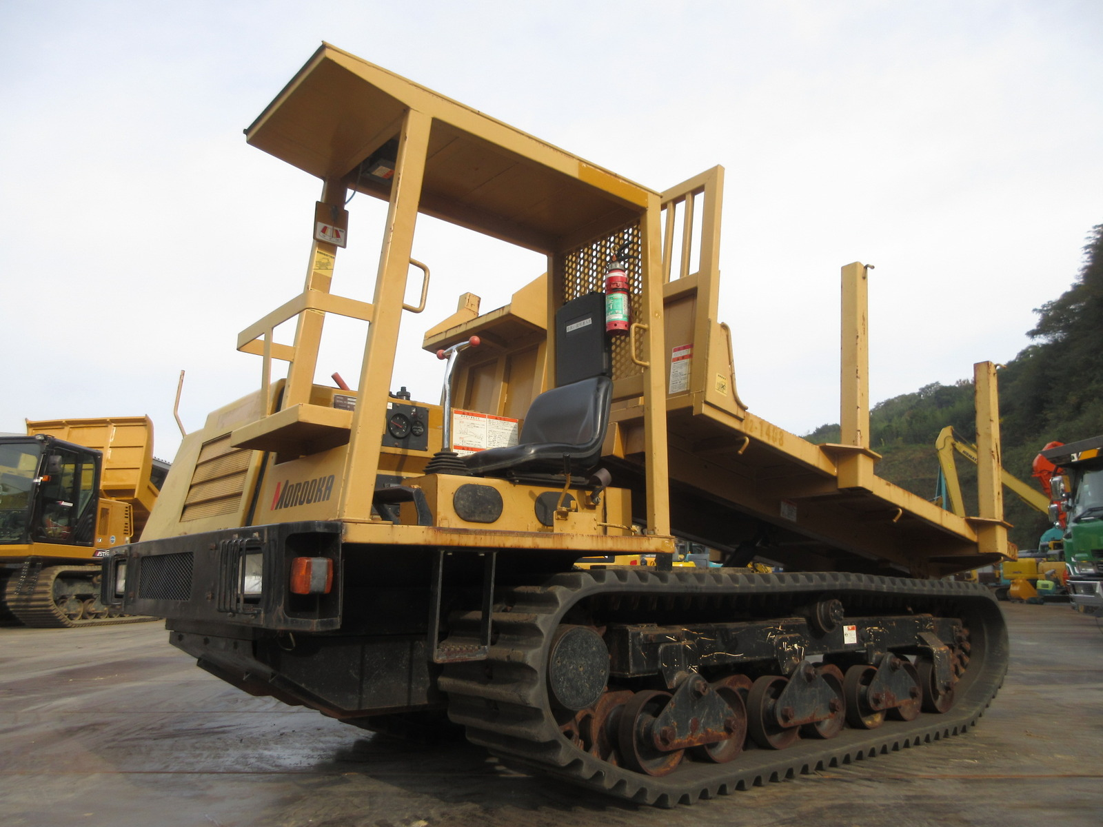 Used Construction Machine used Crawler carrier MITSUBISHI MST-600VDL Photos