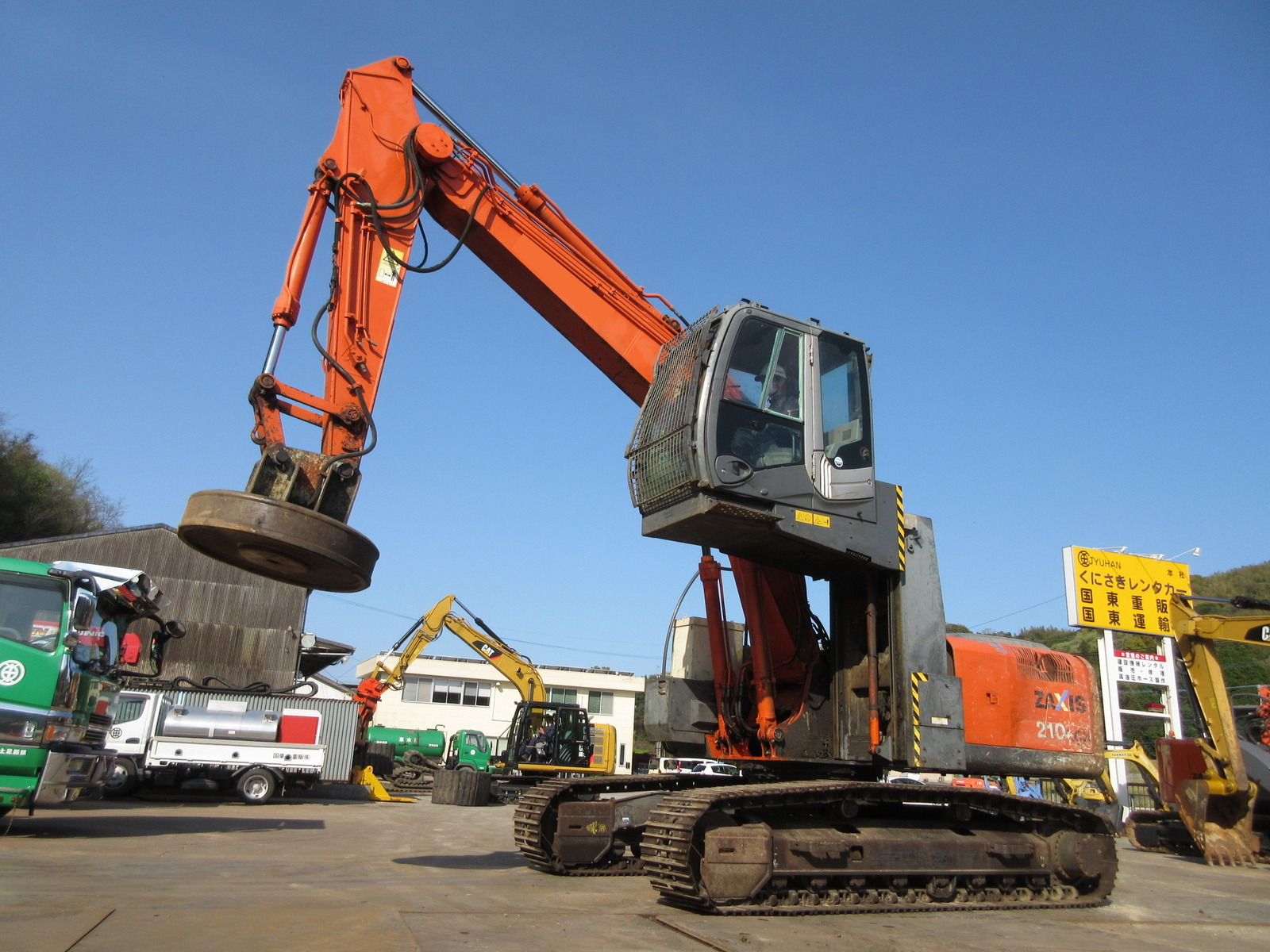 Used Construction Machine used  Material Handling / Recycling excavators Magnet ZX210LCK-3 Photos